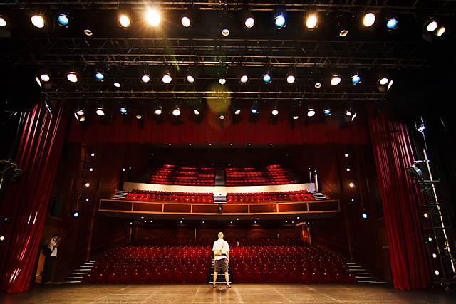 Roving light travelphotoblog memories of victoria theatre amp concert